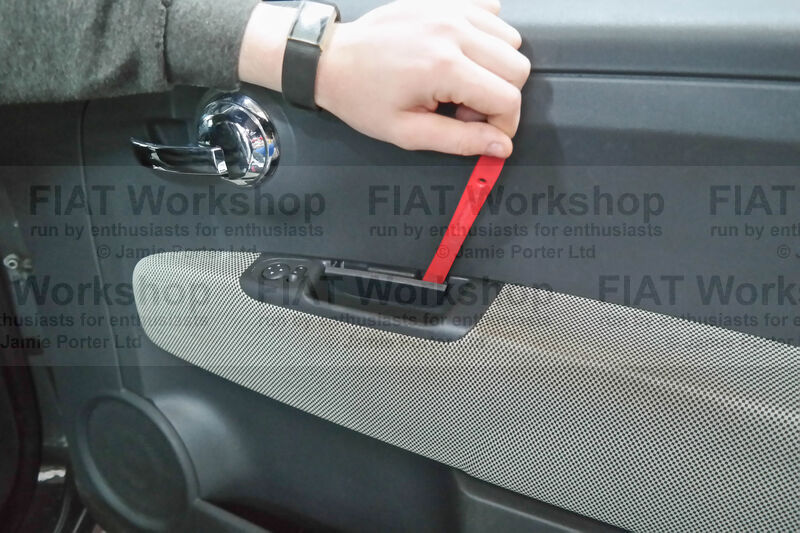 <p>Using a plastic trim removal tool prise off the side cover in the mirror/window control console.