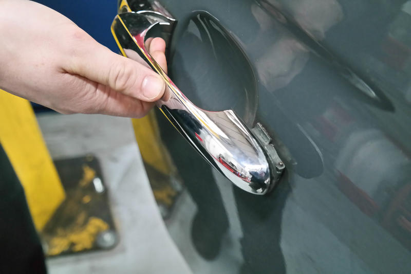 Replacing The Outer Door Handle Hinge On A Fiat 500